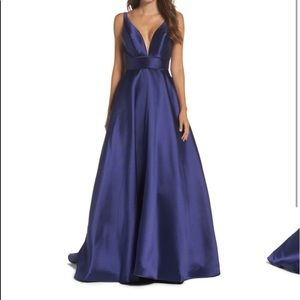 Ieena for Mac Duggal Deep Plunge Gown Navy Sz 6